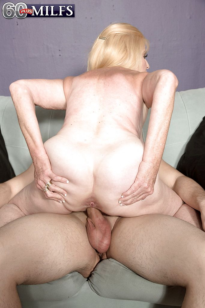 Charlie takes cumshots to her face during threesome with brother039s friend
