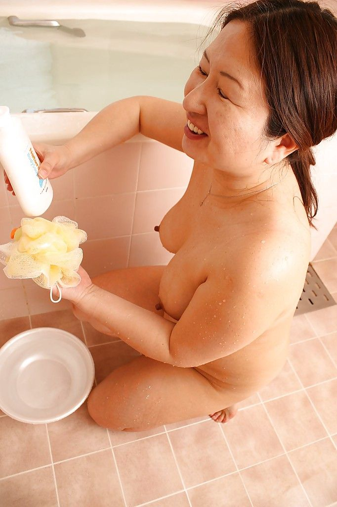 chubby college tits bath