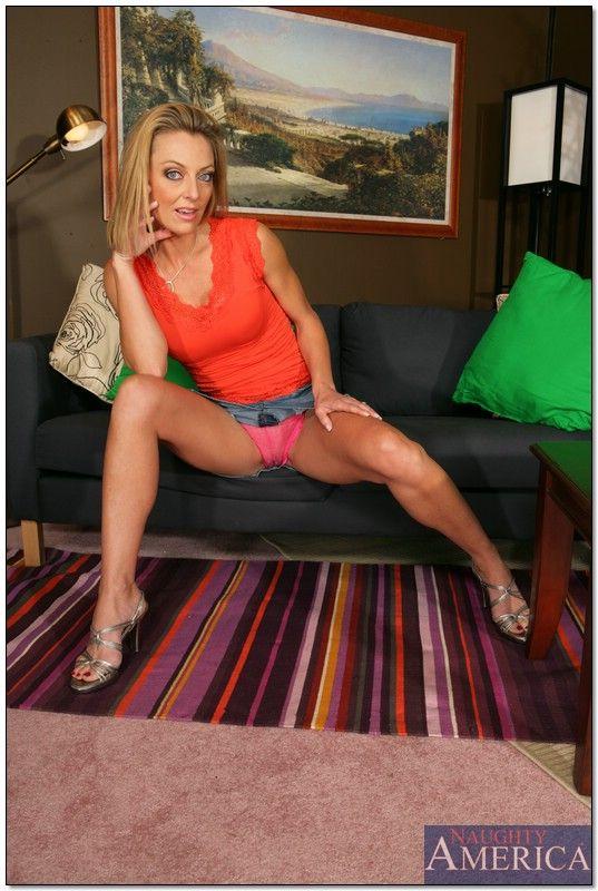 Brenda Matthews  nackt