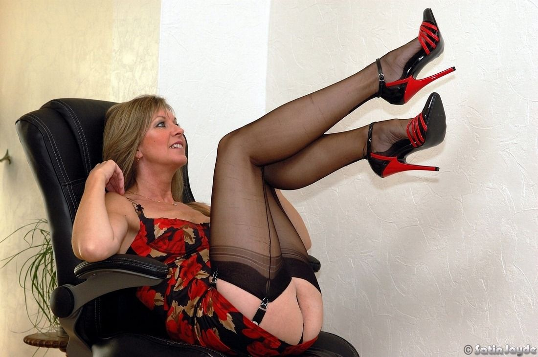 Adult milf blow home