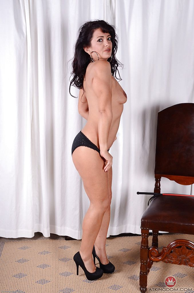 Gabby Barrett  nackt