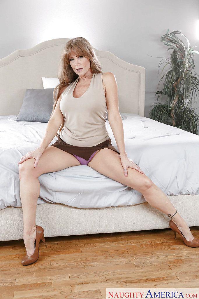 Darla Brown  nackt