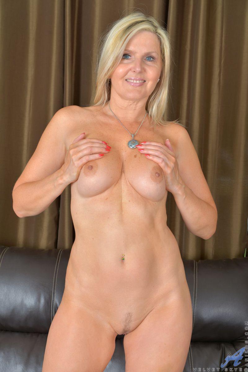 Blond milf nackt Blonde