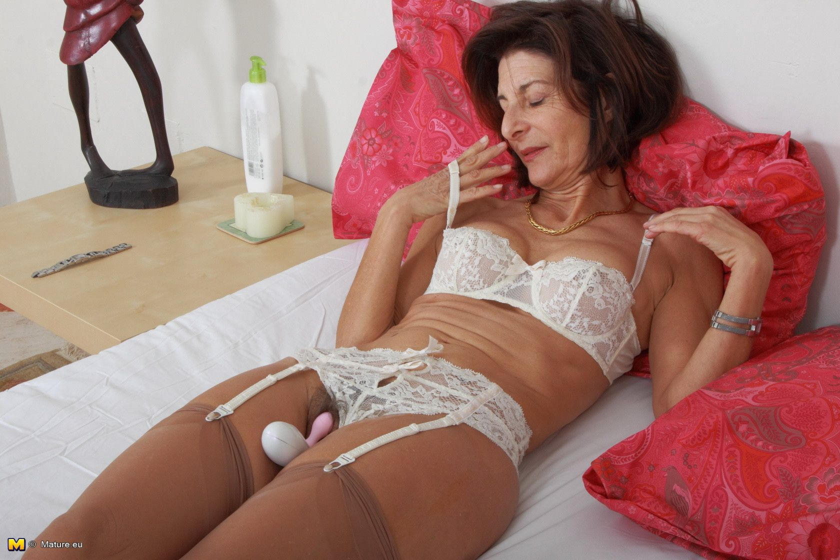 Hairy british mom playing with her pussy 4