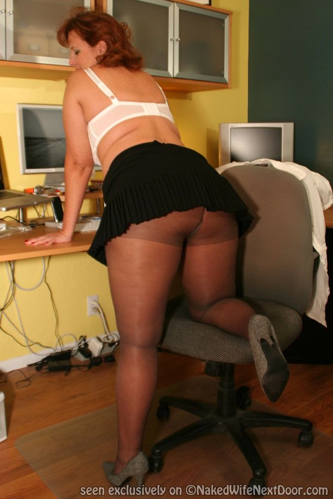 Dawn Marie In Pantyhose at Mature Sex Pictures