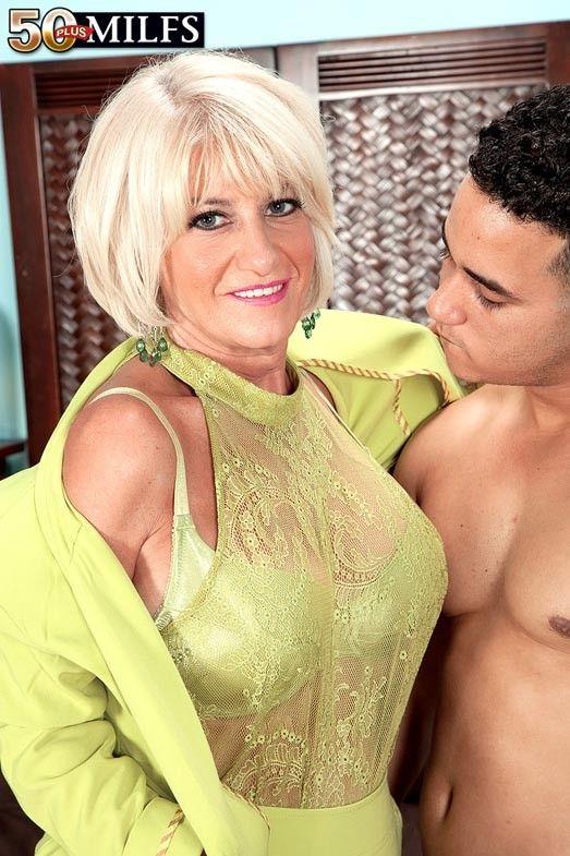 бабушка мастурбирует фото