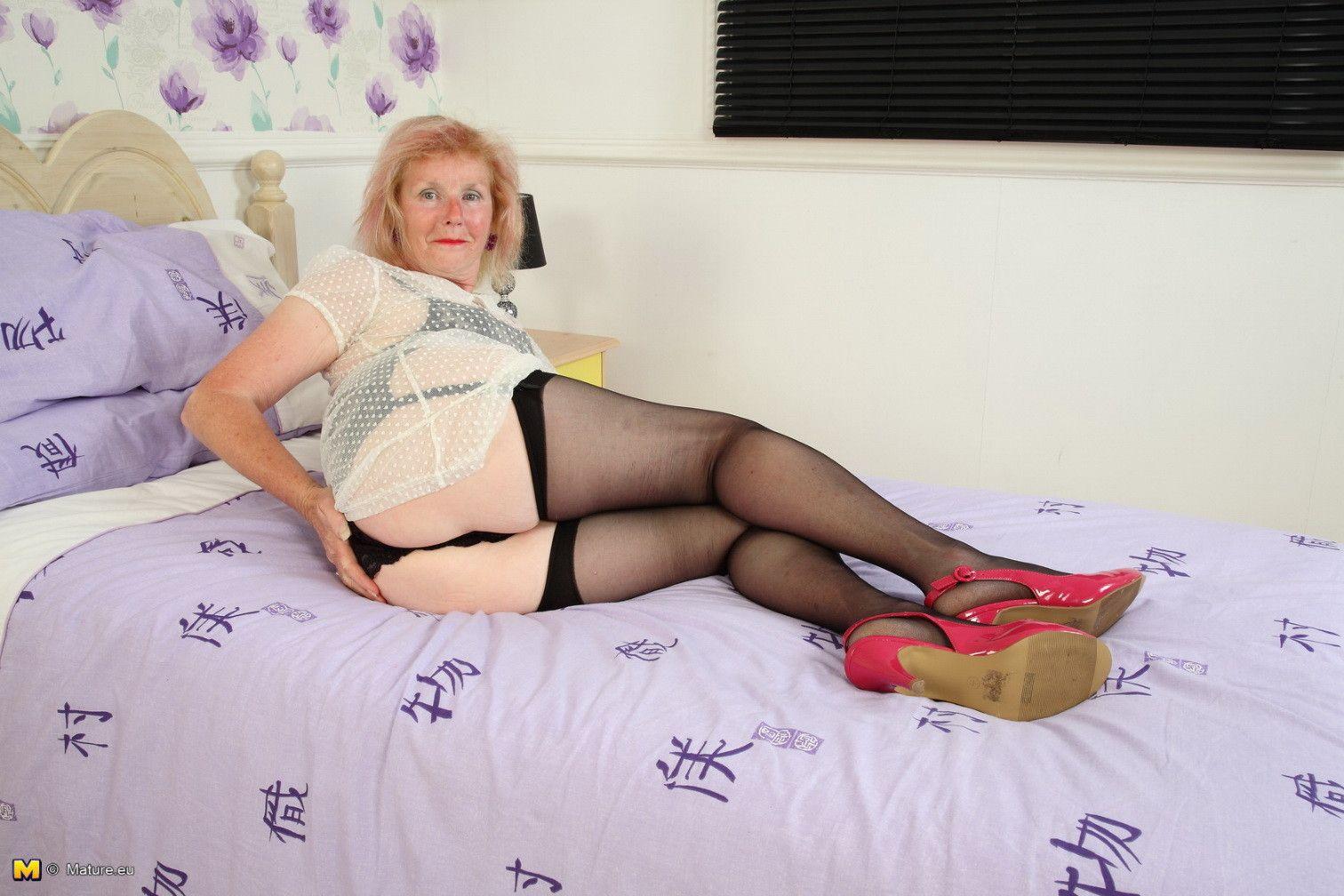 бабушка блондинка порно фото