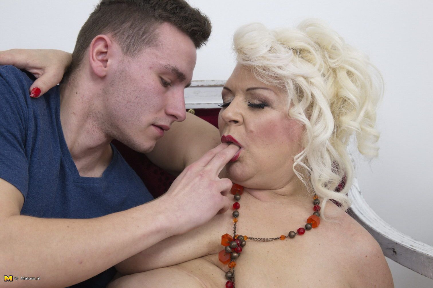 mature licked by toyboy