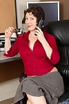 Office milf chick strips her pantyhose and flirts