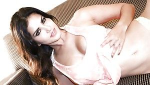 Indian loveliness with awesome shape Sunny Leone takes off will not hear of glad rags