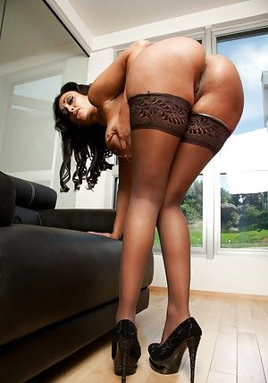 Hot indian MILF Priya Anjali Rai piracy off her raiment with the addition of lingerie