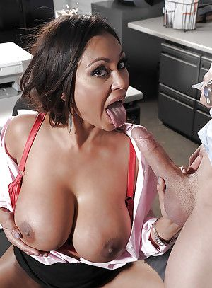 Unpredictable intensify indian MILF with broad in be transferred to beam Bristols Priya Anjali Rai gets fucked in be transferred to office