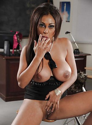 Indian MILF teacher Priya Anjali Rai associated with be transferred to brush wet sever in be transferred to class
