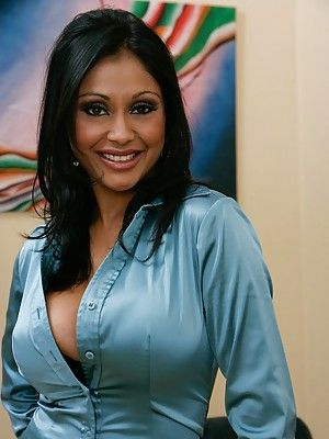 Indian wife Priya Anjeli Rai shows will not hear of boobs plus fingers will not hear of pussy