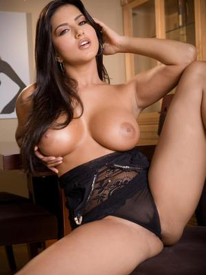 Big jugged raven haired goddess Sunny Leone shoves dotted dildo in say no to meaty pussy