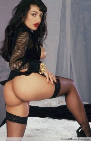 Indian pamper shows her ass