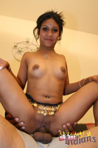 Indian floosie sucking dick and getting fucked