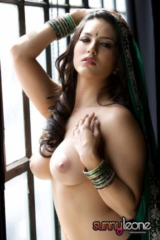 Busty indian beauty clear innocent leone in hot exposed photos