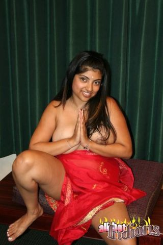 Chubby indian girl showing her tits