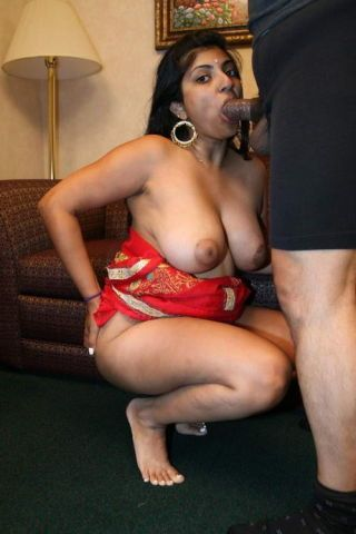 Busty indian arhuarya lifts forth her peppery sari to show not present her hairy chasm