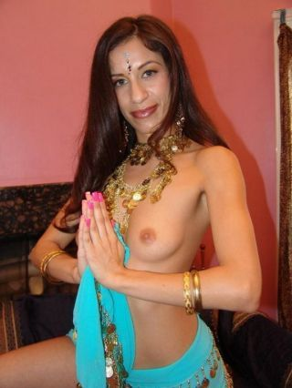 Horny indian aruna gets her pussy stuffed with regard to a elephantine weasel words before she sucks it o