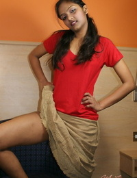 Indian solo partition flashes her upskirt underclothing while fraying an orange