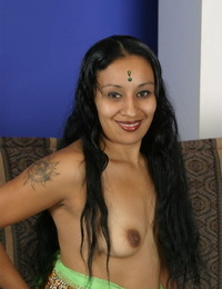 Indian inferior Indira sports a creampie pussy after fucking 2 ragtag